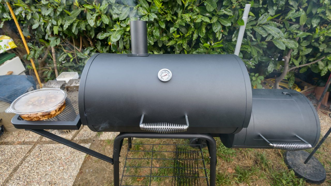 https://home2outdoor.com/wp-content/uploads/2018/11/How-To-Choose-A-Smoker-Grill-e1542038718165-1280x720.jpg