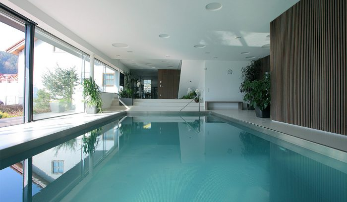 Types of pools: Indoor swimming pool
